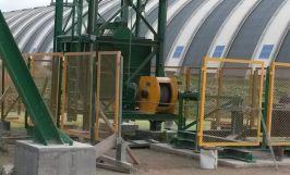 Treuil électrique INDUSTRIA utilisé pour détendre les contrepoids lors des opérations de maintenance sur les bandes transporteuses.